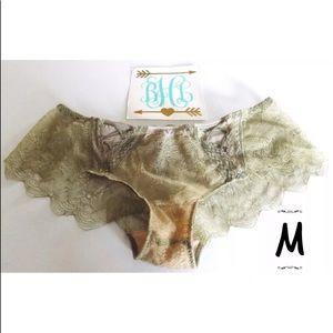 Victoria's Secret Cheeky Panties Medium